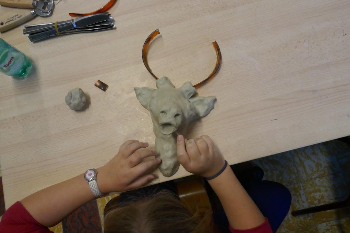 Herten en stieren kleien in de stijl van Picasso