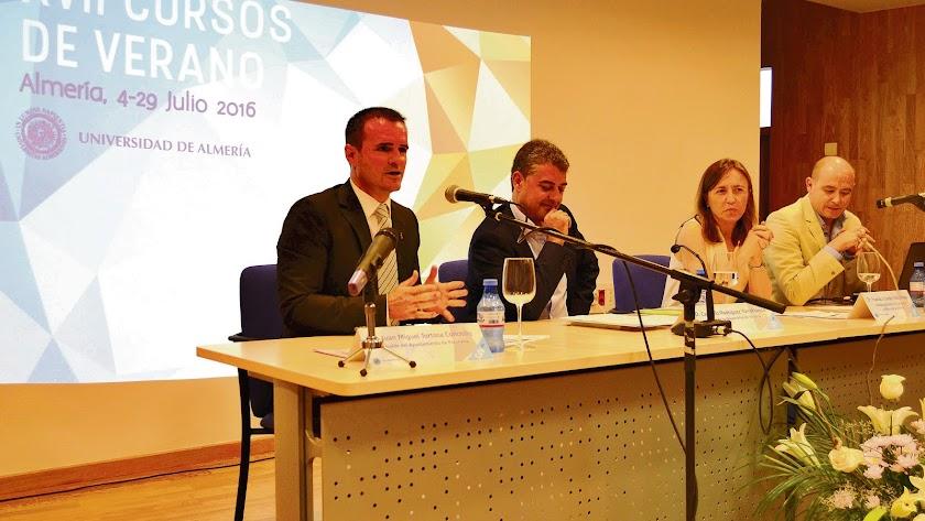 Presentación de uno de los cursos de verano con el alcalde de Purchena (primero por la izquierda).