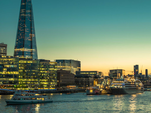 Ponant-Laustral-London-twilight.jpg - Experience the Thames at twilight during a cruise through London on Ponant's L'Austral.