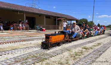 Photo: Bob Barnett with his T&P 502 pulling passengers at 1:28 PM and this is not the last train.      HALS Public Run Day 2015-0919 RPW