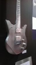 Photo: Kovové kytary se zde objevily hned na několika stáncích