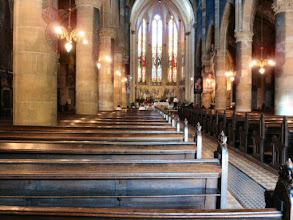 Photo: ...in der Kirche, der Bischof wird erwartet