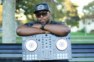 DJ BeatThoz holding dj turntables