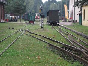 Photo: Stacja kolei wąskotorowej w Rudach zlokalizowana jest na kilometrze 41,1 linii kolejowej Bytom Karb Wąskotorowy - Markowice Raciborskie Wąskotorowe Górnośląskich Kolei Wąskotorowych. W latach 1899 - 1945 odcinek, na którym znajduje się ta stacja był częścią kolei Gliwice Trynek - Rudy - Racibórz, a na stacji tej znajdowało się zaplecze techniczne (m. in. lokomotywownia) tejże kolei. Od 19 października 2006 znajduje się na trasie Szlaku Zabytków Techniki Województwa Śląskiego. http://pl.wikipedia.org/wiki/Rudy_%28stacja_kolejowa%29