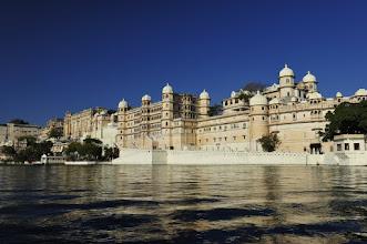 Photo: Udaipur - l'ancien Palais vu du lac
