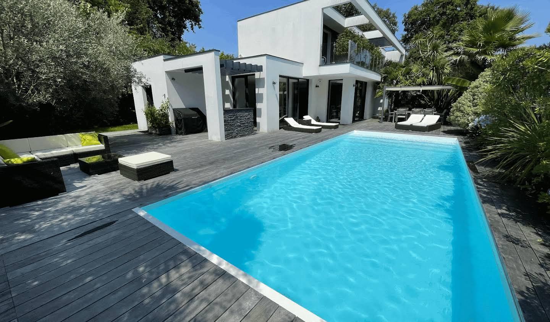 Villa avec piscine et terrasse Pessac