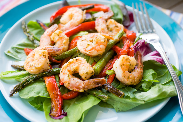 Lemon Garlic Shrimp with Roasted Red Pepper and Asparagus Recipe