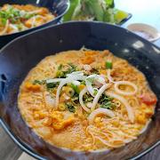 Bun Rieu (Crab, Pork & Tomato Rice Vermicelli Soup)