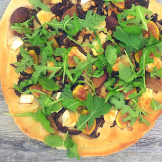Figs, Goat Cheese and Rocket Pizza [vegetarian]