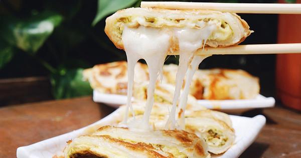 城翔早午餐,早起來吃手工蛋餅淋咖哩醬、紫米飯糰、燒餅。永春站美食