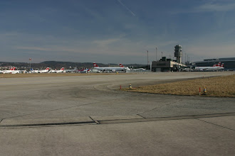 Photo: Taxiing between the big planes http://www.swiss-flight.net