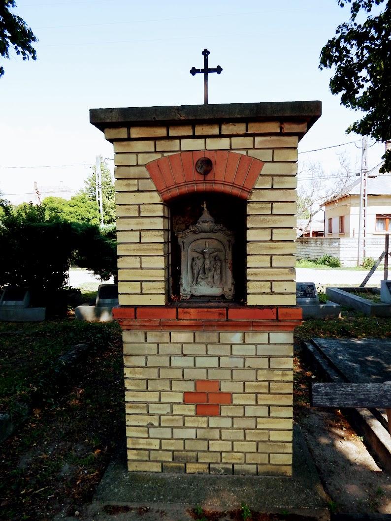 Alsónémedi - keresztút és temetőkápolna  az öreg temetőben