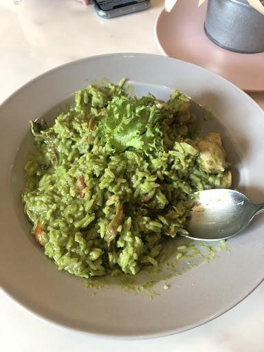 青醬燉飯味道非常好吃,些許的焦味並融合起司的濃郁口感,整體味道給過