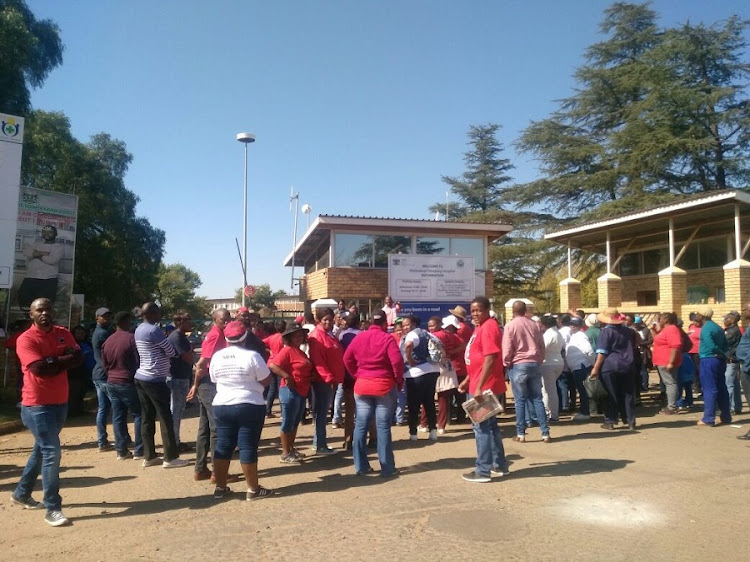 Nehawu protestors block staff access to Tshepong hospital. Picture: KATE CHILD
