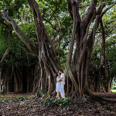 Wedding photographer Christian Rentería (christianrenter). Photo of 19.10.2018