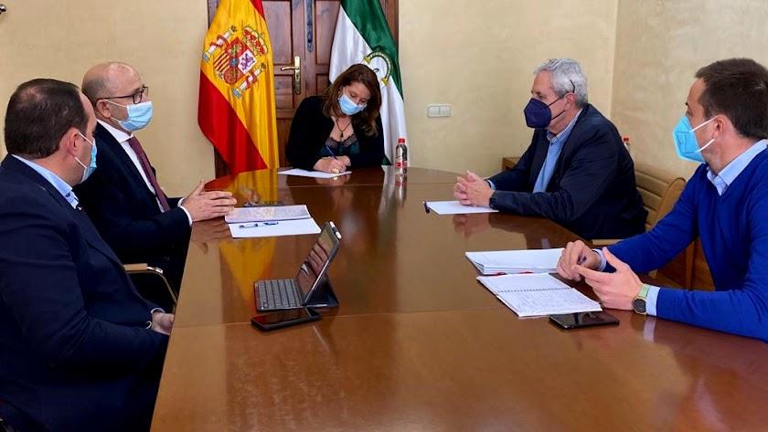 Reunión mantenida entre la consejera y el alcalde de Vera.