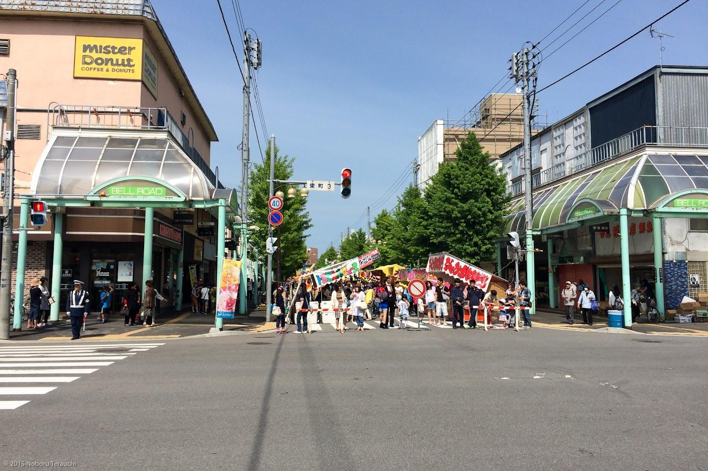 JR滝川駅前の商店街「ベルロード」に並ぶ露天