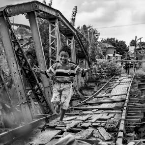 through by Kesuma Wijaya - Black & White Street & Candid