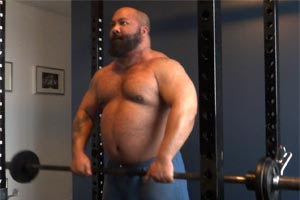 Big Powerlifter Upright Rows