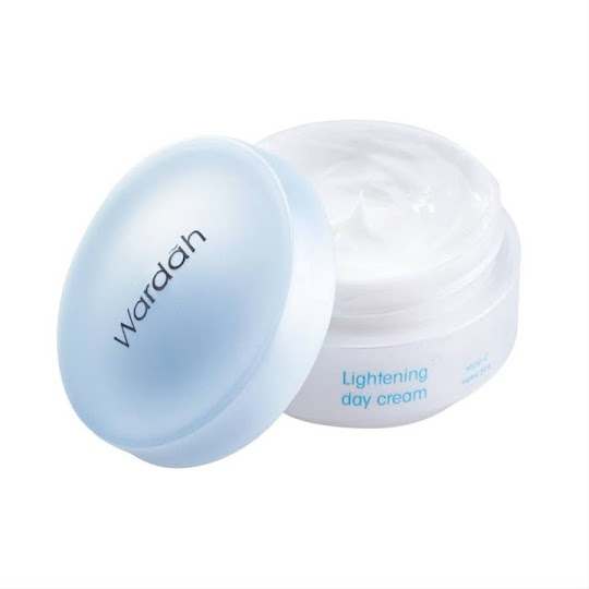 Cream Siang Wardah Lightening 30 ml memutihkan flek melembabkan kulit wajah