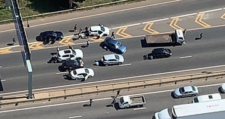 UPDATE | Two dead, four arrested after Joburg M1 highway shoot-out - TimesLIVE