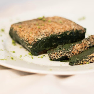 Raw Vegan Spirulina Cake with Dates