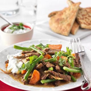 Indiase Curry Met Rundvlees En Sperziebonen Uit De Wok