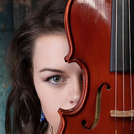 Kirsty by Brian Pierce - People Portraits of Women ( violin, probus,  )