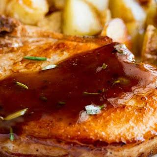 Quick and Easy Maple Glazed Pork Chops #Sundaysupper.