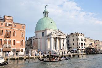 Photo: Kostel San Simeone Piccolo – architektonické řešení kostela s kopulí z 18. století vychází z římského Pantheonu.
