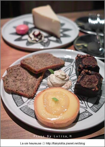 The Daft House 傻瓜屋咖啡廳小酒館。融合工業風的微醺小酒吧!各式調酒、異國料理、創意招牌,還有好好吃的鹹派與蛋糕呦!