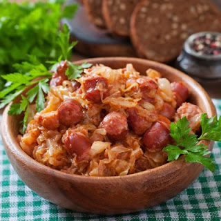 Simple Crockpot Sauerkraut & Sausage