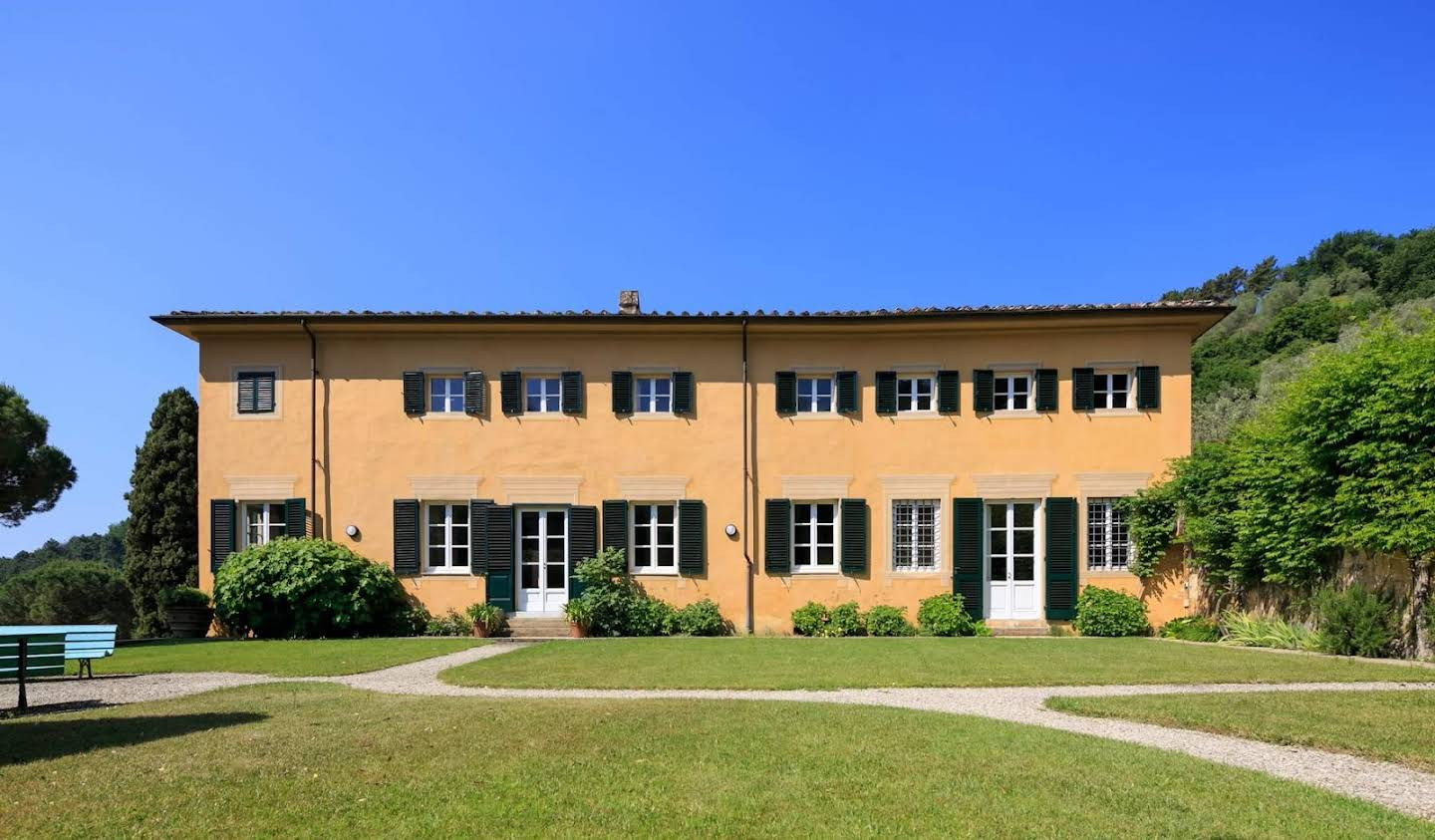 Villa with pool and garden Lucca