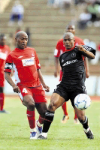BATTLE: Duncan Lechesa of Free State Stars and Dikgang Mabalane of Orlando Pirates fight for supremacy in an Absa Premiership match at Charles Mopeli Stadium in Free State. 01/11/08. Pic. Lefty Shivambu. © Gallo Images.