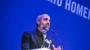 Luis Tosar agradeciendo el premio \'Almería, tierra de cine\'.