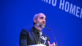 Luis Tosar agradeciendo el premio 'Almería, tierra de cine'.