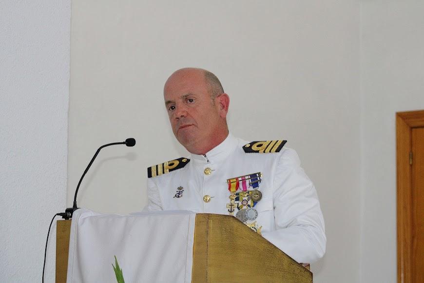 El comandante naval, el capitan de fragata Víctor Manuel Garay.