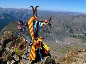 Photo: Pic Carlit, 2921m. Croce e colori catalani.