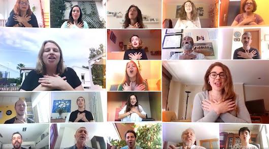 La Caixa reúne a más de 640 voces para cantar 'Viva la vida' de Coldplay