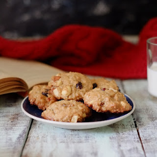 Oatmeal Fruit and Nut Breakfast Cookies.