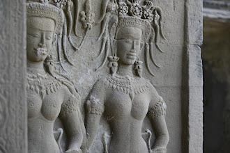 Photo: 20- L'érotisme est également omniprésent sur les fresques centrales. Après la guerre, place aux plaisirs. Alliée à la sagesse issue de la méditation, la force et la beauté sont les pilliers d'Angkor.