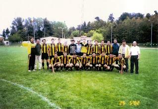 Photo: 2001-02 ΑΕΚ Πρωταθλήτρια Α' Κατηγορίας και Κυπελλούχος ΕΠΣ Κοζάνης. Ορθιοι: Γιώργος Καρακάσης (προπονητής), Τάσος Χαραλαμπίδης (παράγοντας), Γιάννης Φασούλας, Κώστας Τσιάμης, Νίκος Ζηνόβιος, Γιώτης Τσιώνης, Στέλιος Πάλλας, Σάκης Λιάπης (γενικός αρχηγός), Νίκος Τελλίδης, Αρης Γουρλομάτης, Βασίλης Κατσούμπας, Κώστας Πιπινίκας, Χάρης Καραγιώργος, Στέλιος Πολυζούλης, Ανδρέας Τύπου (πρόεδρος), Στέργιος Φουρκιώτης (βοηθός προπονητή).