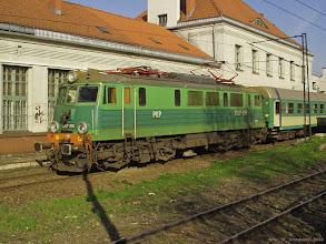 """Photo: EU07-358, P """"Jeziorak"""" Olsztyn Główny - Wrocław Główny {Toruń Miasto; 2004-04-26}"""