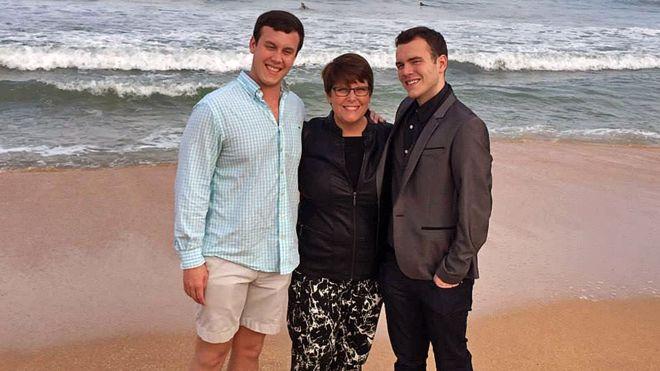 Шейла з синами