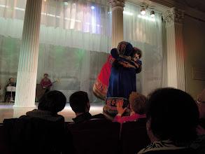 Photo: Der er kun én danser i de to dukker. Det var umuligt at afgøre i hvilken..