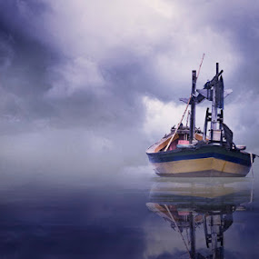 Idle Boat by Al Hilal - Transportation Boats ( fog, boat, mist )