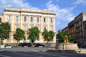 Photo: Catania, Platz vorm Teatro Massimo