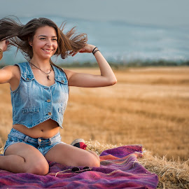 Smile . by An Mark - People Family ( hay, jeans, yellow, smile )