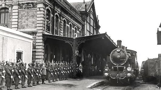 Fotografía de la estación en una recepción militar de autoridades.