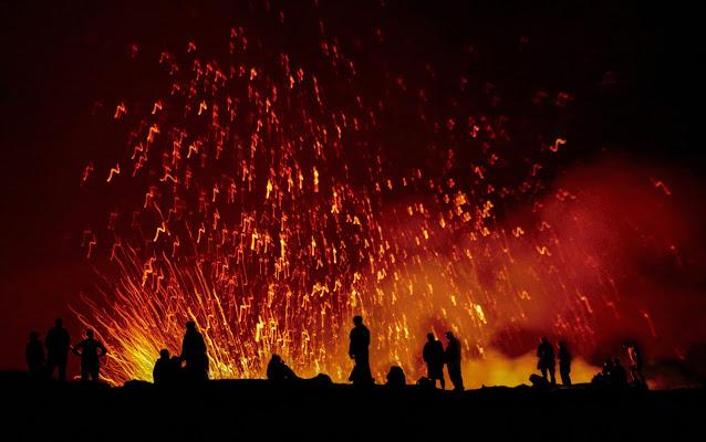 """"""" Sul bordo del cratere """" Erta Ale il vulcano di meteorite"""